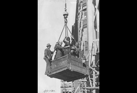 During the construction of the Commonwealth Bank building, those working on the site were hoisted in a wooden bucket by a crane. Amongst those shown in the wooden box are the engineer H.G. Kirkpatrick and the contractor H. Phippard. All those who were involved in the building of the head office were Australian.