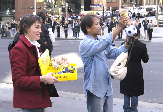 Photograph of RBA staff selling merchandise for the Cancer Council on Daffodil Day 2006