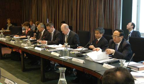 Photograph taken at the Reserve Bank hosted bi-annual EMEAP Deputies Meeting in Sydney on 1 April 2004. Glenn Stevens, Deputy Governor, and Guy Debelle, Head of International Department, represented the Reserve Bank.